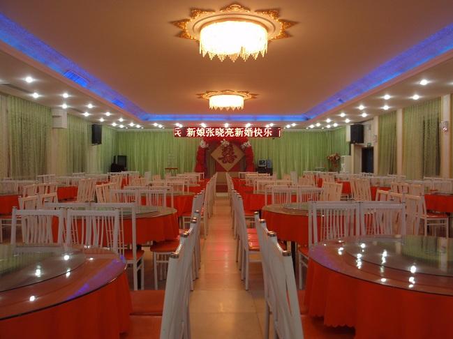 可容纳300余人的豪华宴会厅