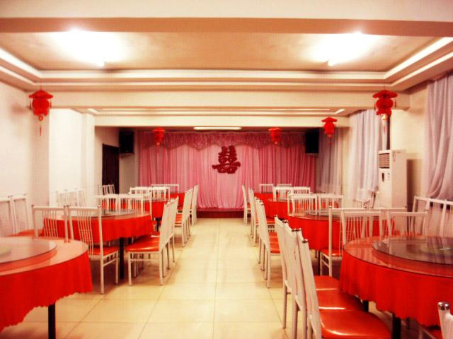 可容纳100余人的豪华宴会厅