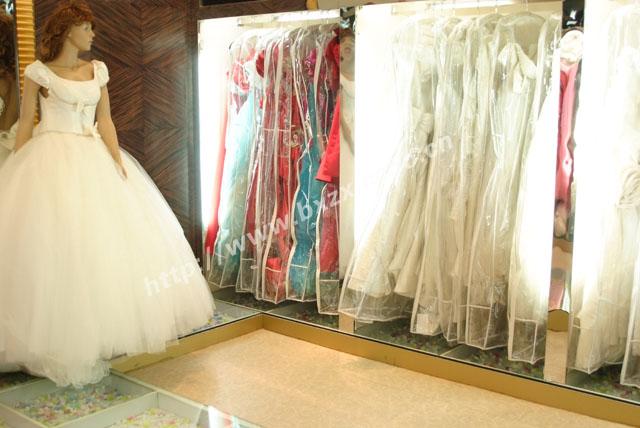 婚纱礼服区