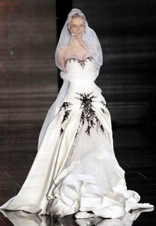 有穿旗袍被五花大绑美女图片吗.而不是动漫图片.