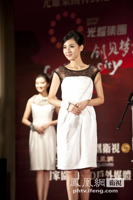 2011中华小姐18强佳丽泳装照