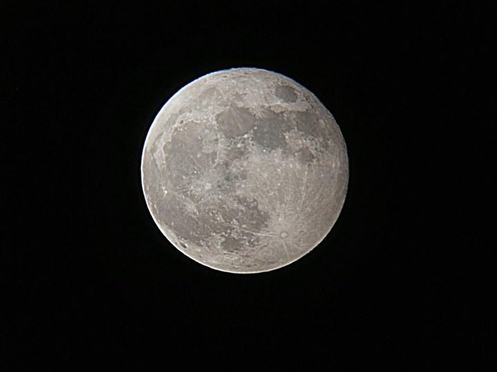 5月6日超级月亮(透过星特朗拍摄)