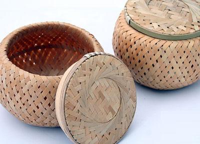 大足县常见的竹编制品,除大宗的青席,黄席外,还有晒席,斗席,围席