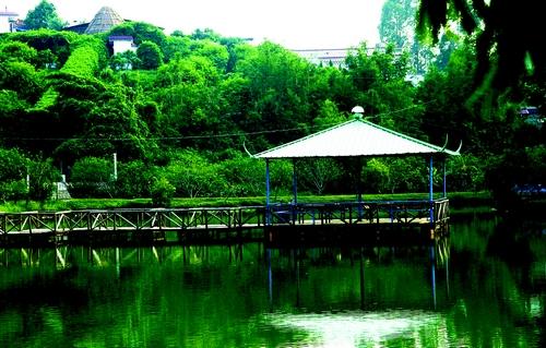 http:// 内容摘要:       祥兴农庄是一个新兴旅游胜地,位于鹤城镇325