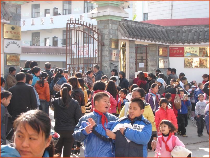 景东民族小学周边交通安全问题让人堪忧