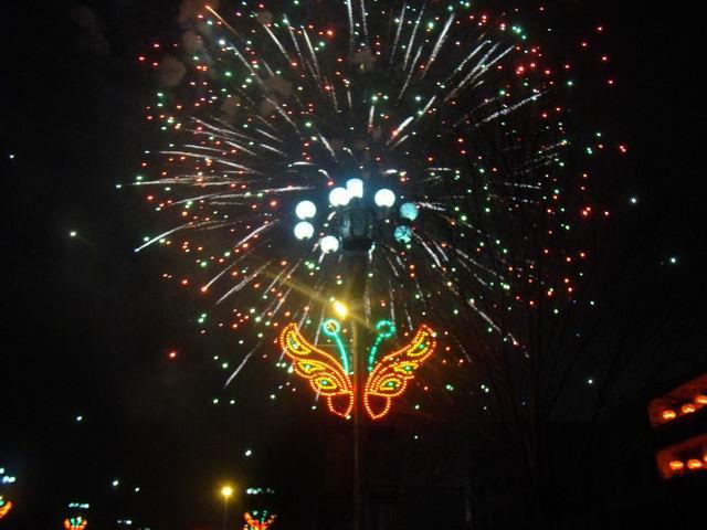 宾县正月十五庆元宵,政府广场礼花灿满天!