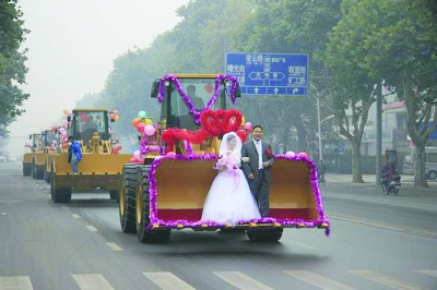 [讨论]铲车里的婚礼