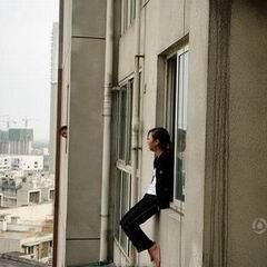 漂亮MM为何从10楼跳下