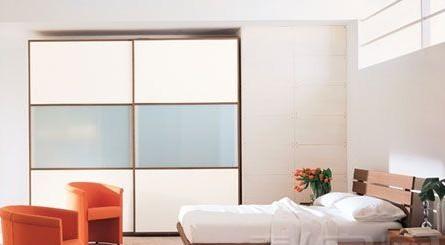 卧室门是白色适合贴什么颜色的壁纸
