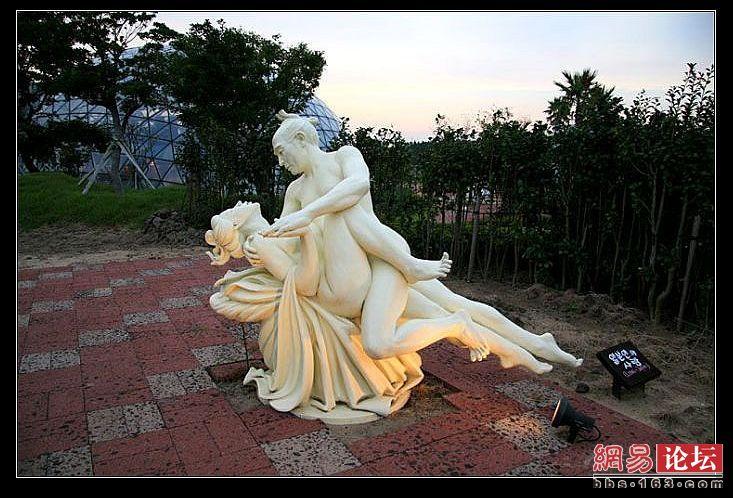 雕塑新闻排行榜_国外街头令人费解的雕塑国际艺术新闻99艺