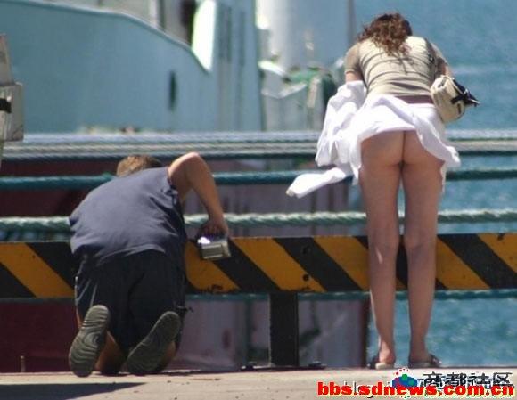 美女穿裙子走光的尴尬时刻
