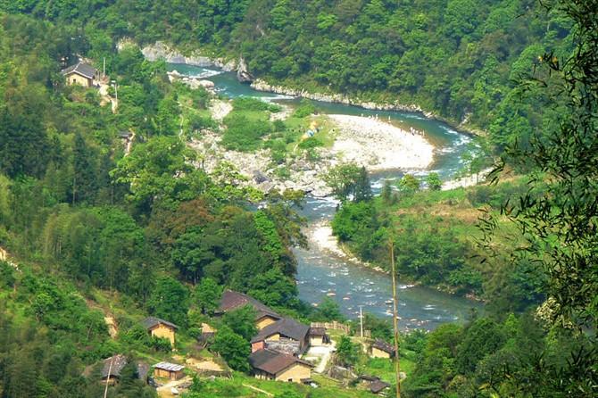 吉水社区 人在他乡  热水洲风景区位于江西省遂川县大汾镇岭下村,热水