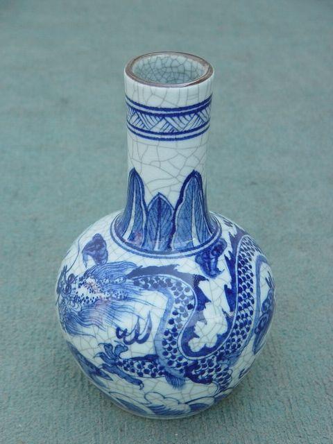 青花瓷瓶子简笔画轮廓