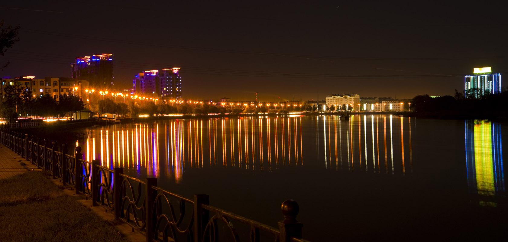 [转贴]城市的夜景(转自无名)