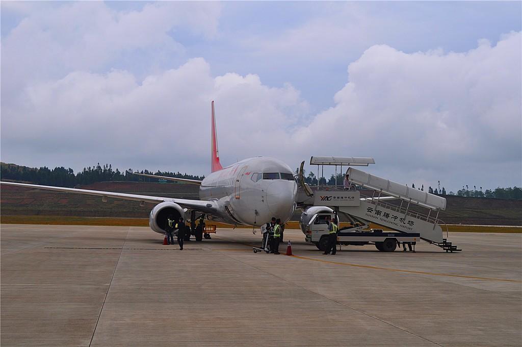 而且跑道极短,飞机降落后,还必须原路调头,回到停机坪,第一次见到这种