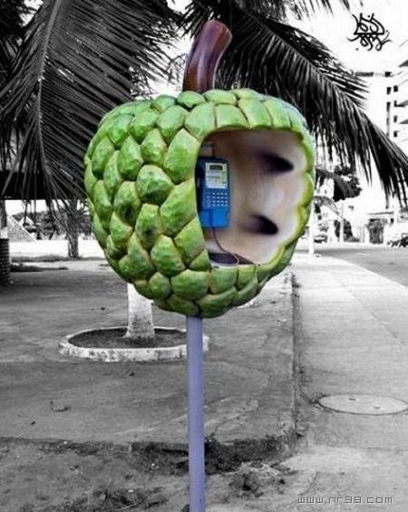 [分享]新鲜有趣的电话亭!