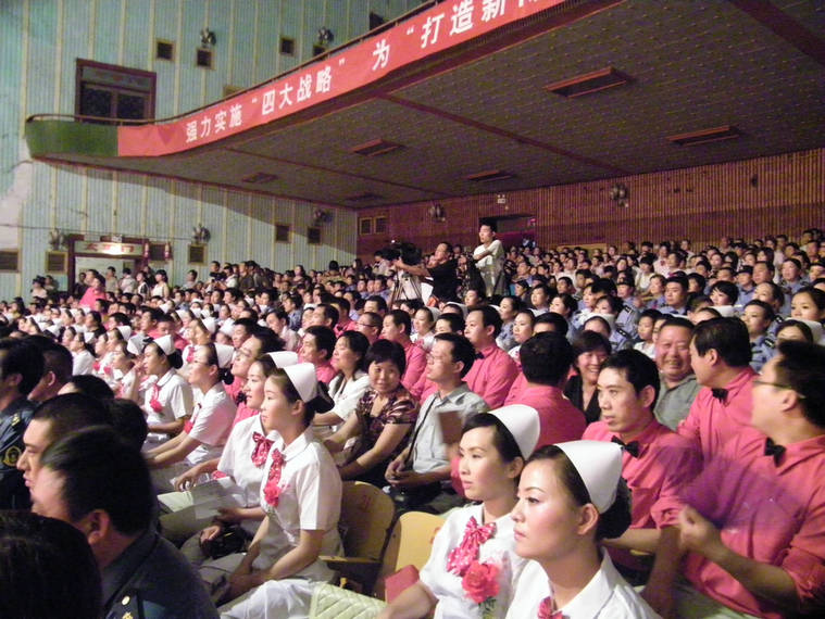原创]威尼斯人娱乐平台县直机关庆祝中国共产党成立90周年红歌大家唱比赛现场1