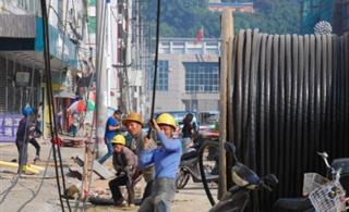 建山路改造工地一派繁忙