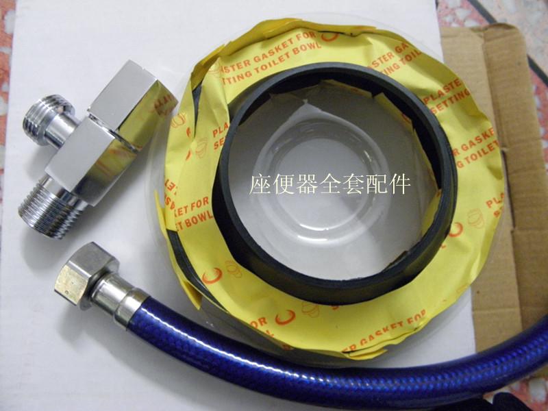 厂家直销法兰圈 法兰圈内含LEE-B粒子 更具超强粘性 加厚底层 富有弹性 圆钹造型 密封更可靠 具有防漏防臭功能 坐厕安装法兰圈的好处: 1。简化马桶安装步骤,免去水泥等杂物,只需一支玻璃胶就可完成安装,美观,实用,而且防漏性能更强。 2。拆装方便,防患于未然,万一您不小心把肥皂什么的掉入马桶了不用在费力的将马桶从地方上凿起来(基本凿过后马桶10个里面9个都破了),只需一把墙纸刀就可以把马桶轻松端起,安全,方便,使用更安心。 安装说明 1。将坐厕倒置于平整地面上。 2。将法兰的塑料接口向上,法兰紧压坐厕