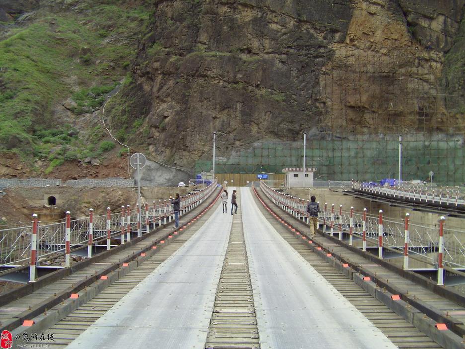 白鹤滩水电站滚滚金沙水,壮观索道桥