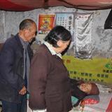 鄄城信息港2011年第一�人情支援令:�椭�一位收�U品的老人