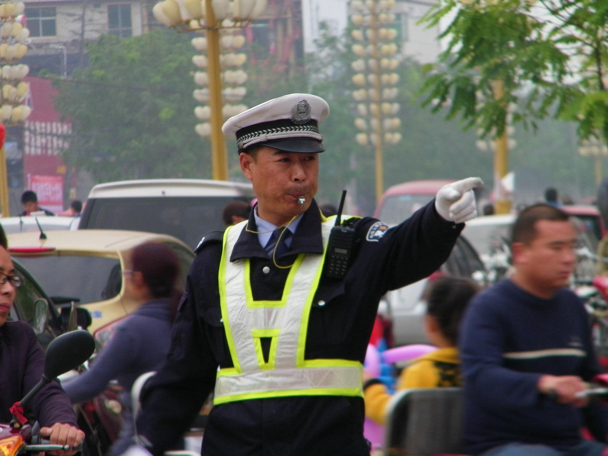 国庆节掠影02-交警同志辛苦了!
