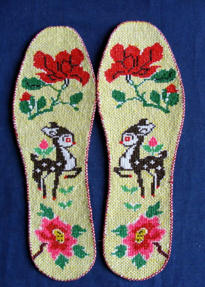 [原创]老奶奶的120双绣花鞋垫