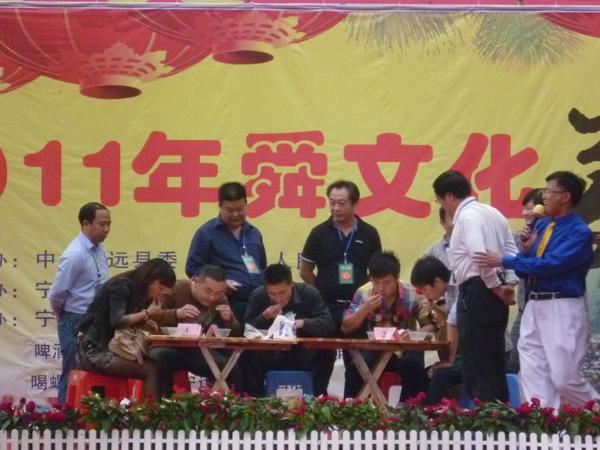 舜文化美食节上喝螺比赛精彩纷呈
