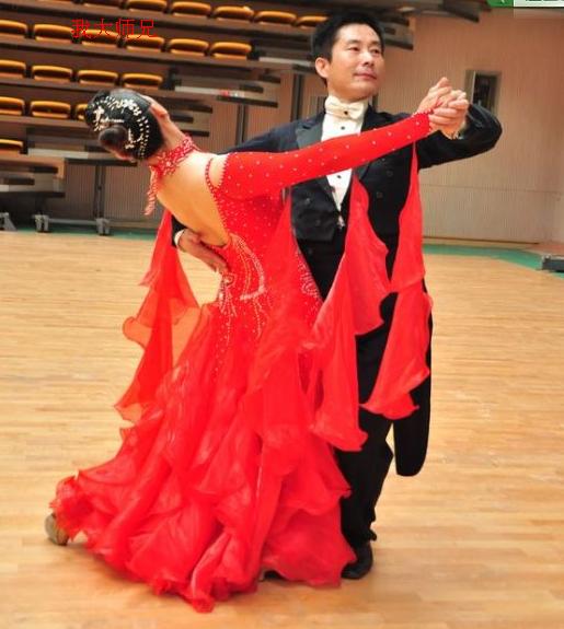 舞的王国内乡群成员在南阳参赛照片