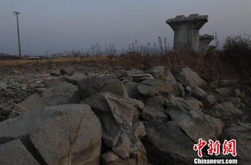[讨论]吉林投资23亿铁路成豆腐渣工程石块偷换混凝土
