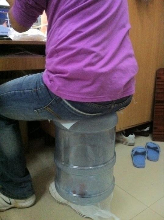 当大学生失去了椅子,把你眼睛笑出屎来.