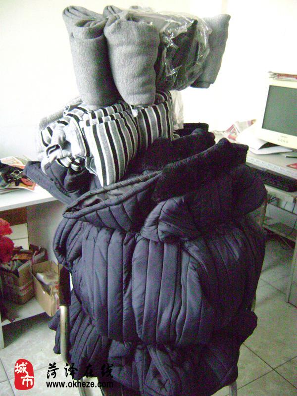某爱心人士捐赠来全心的10条儿童棉裤和10件棉衣已收到