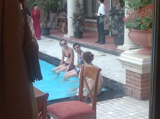 今天去酒店吃饭偷拍的美女照片(猜的出在遂宁哪里拍的不)