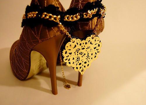 女人的高跟鞋是为了提醒自己的成熟与美丽