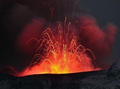 黄石超级火山可能爆发