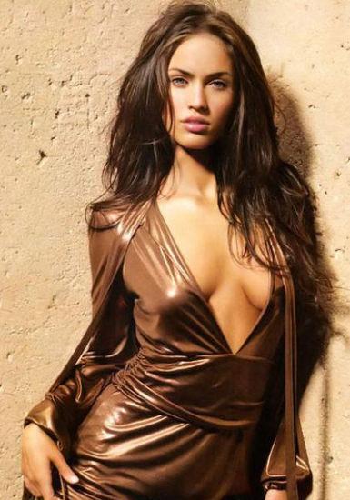 黄金比例~梅根-福克斯的金色裙装本身就让女神性感无边,引人无尽遐想