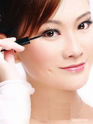 【化妆技巧】都能学会的实用眼线技巧(超简单)