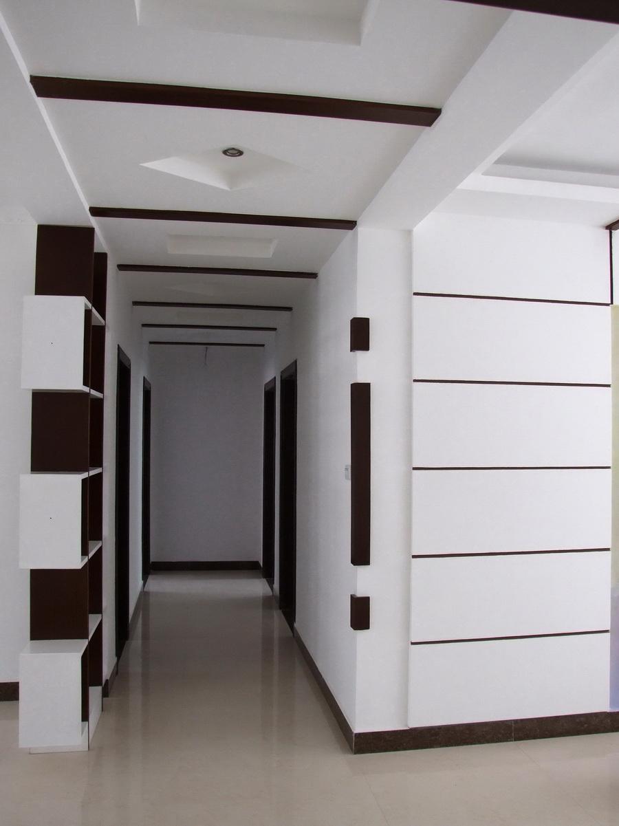 楼房客厅铺瓷砖是高于门外走廊还是水平于门外走廊.大门有门槛.