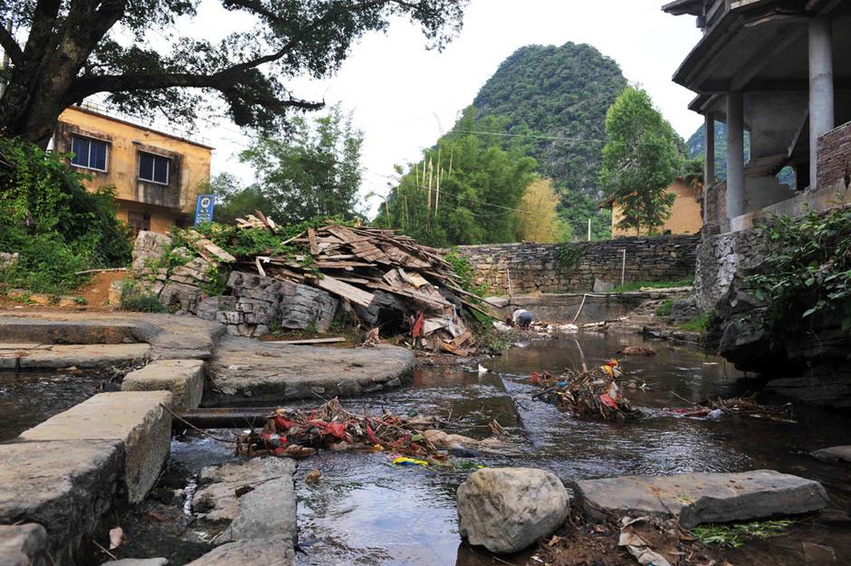 广西千年古镇遭遇垃圾围城