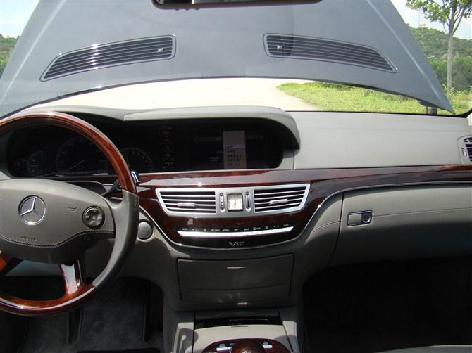 [原创]10款奔驰S600黑色、无匙启动、夜视功能、防撞、四电动座位、顶级配置。