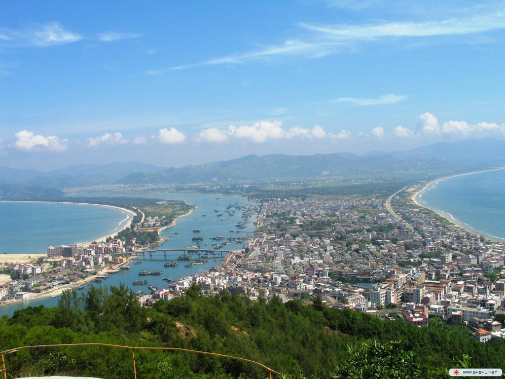 到海边看大海选择港口滨海旅游度假区-观世界奇观双月