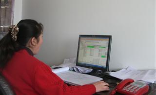 青海省农牧民生活水平提高了,家家都开始有电脑了