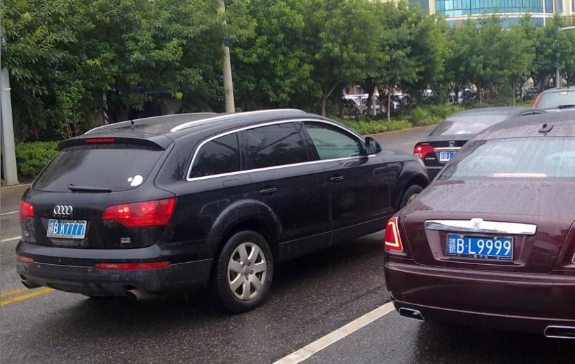 [原创]昨天去赣州看到两个nb的车牌同时出现在眼前