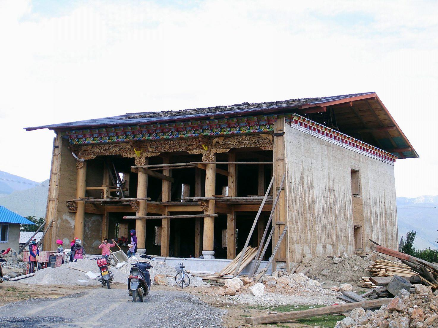 香格里拉.藏族人自己建房子