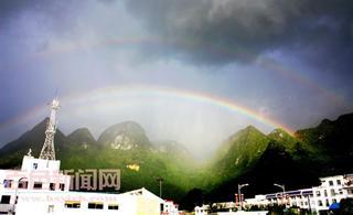 """[转贴]台风""""蒲公英""""来访 凌云县城出现罕见双虹"""