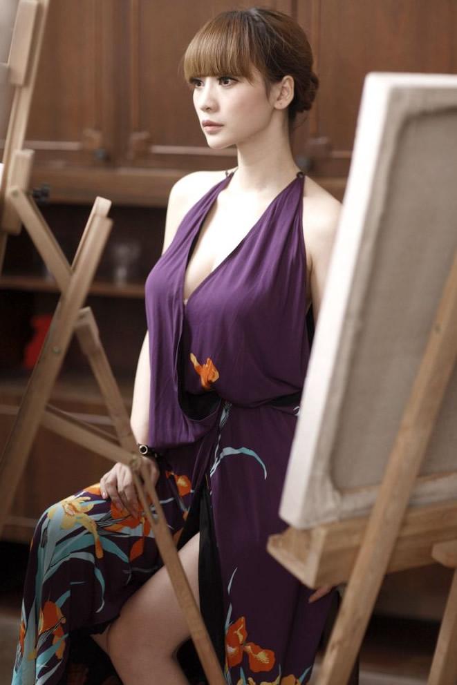 柳岩紫色长裙性感