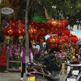 龙川县城挂灯笼 迎新春