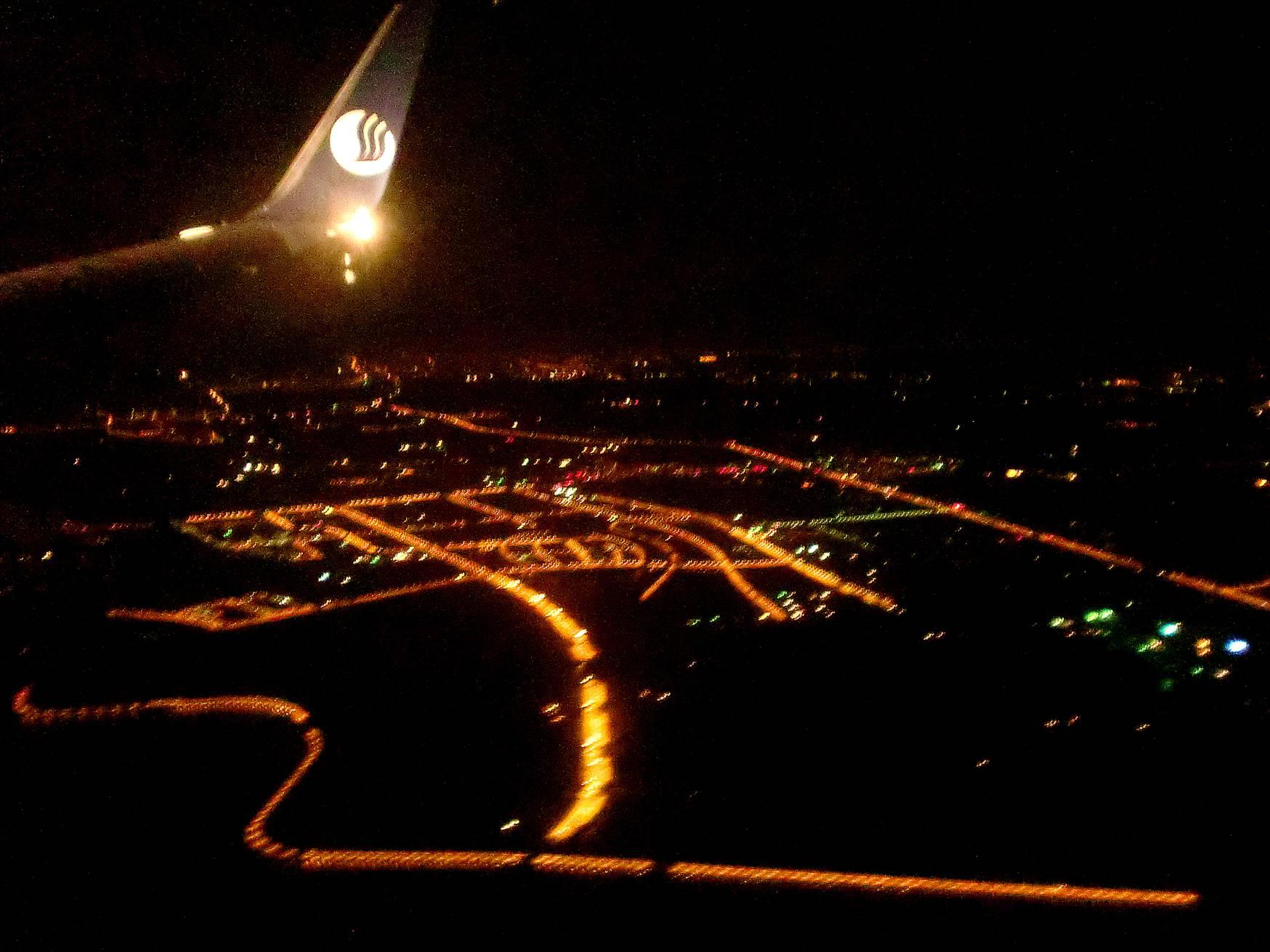 夜色中的青岛城航拍
