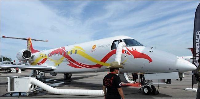 成龙私人飞机内景首曝光 价值近2亿元人民币