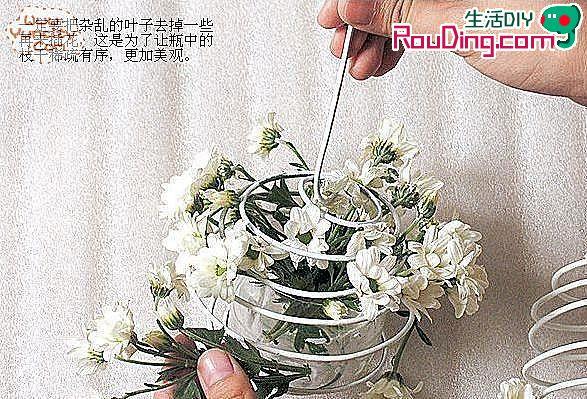 矿泉水瓶和铁丝手工制作的漂亮花篮图片
